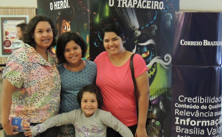 Monica Mota da Silva, Camila Bomtempo e suas filhas