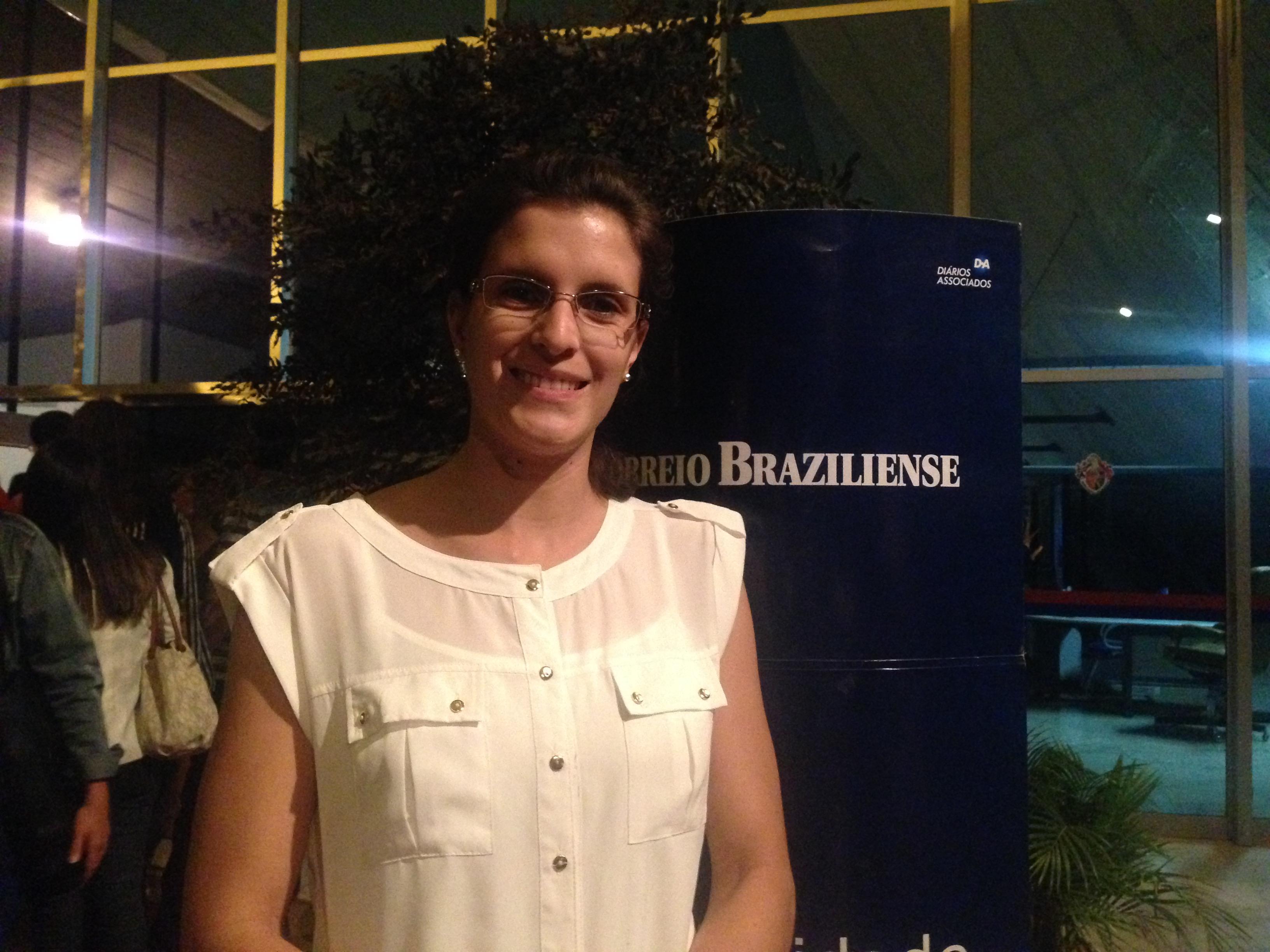 Nayara Cristina L. Dias