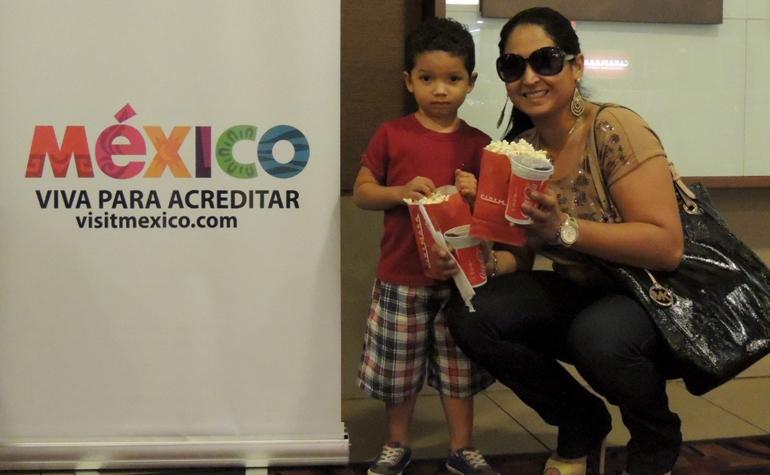Angela Collares e seu filho